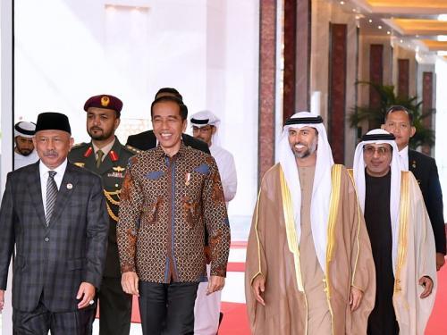 Jokowi tiba di Abu Dhabi (Foto : Biro Pers Setpres)