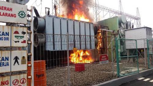 Kebakaran gardu listrik ITC Cempaka Mas. (Foto: Damkar Jakpus)
