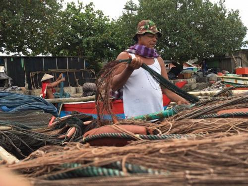 Nelayan di Kelurahan Malabero, Kecamatan Teluk Segara, Kota Bengkulu, nekat melaut, meski tinggi gelombang laut di perairan Samudera Hindia mencapai 1-2,5 meter. (Foto : Okezone.com/Demon Fajri)