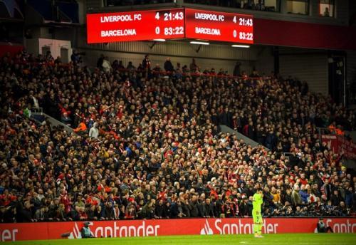 Suasan laga Liverpool vs Barcelona