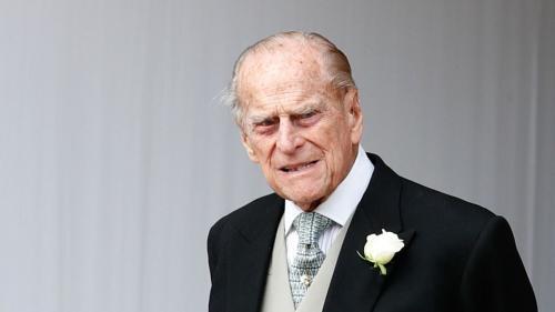 mengadopsi nama belakang kakek dan neneknya, Mountbatten.