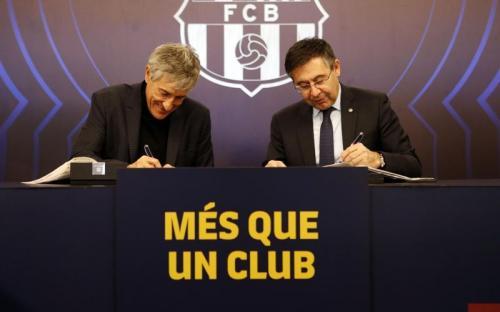 Quique Setien dikontrak hingga Juni 2022 (Foto: Barcelona)