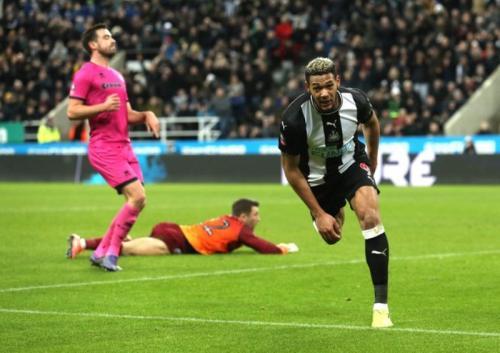 Joelinton menutup pesta gol tuan rumah (Foto: Twitter/Newcastle United)