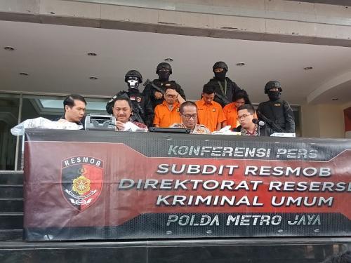 Polda Metro Tangkap 3 Perampok Taksi Online, 2 Orang Ditembak (foto: Okezone/M Rizky)