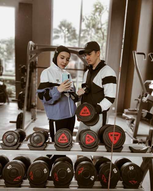Zaskia Sungkar dan suami