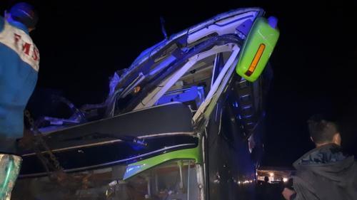 Bus pariwisata terguling di Subang