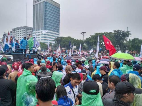 Aksi unjuk rasa buruh mengenai omnibus law