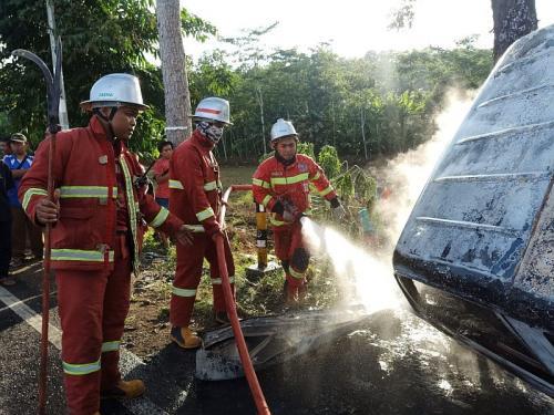 Mobil terbakar di Pangandaran tewaskan satu orang (Foto : Okezone.com/Syamsul Maarif)