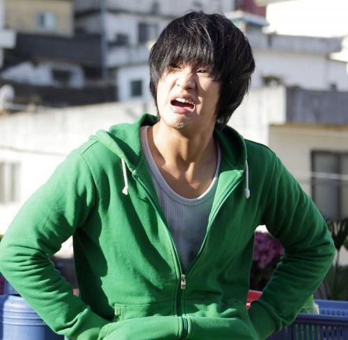 Kim Soo Hyun mengulang perannya sebagai Ryu Hwan dalam Crash Landing on You. (Foto: Showbox)