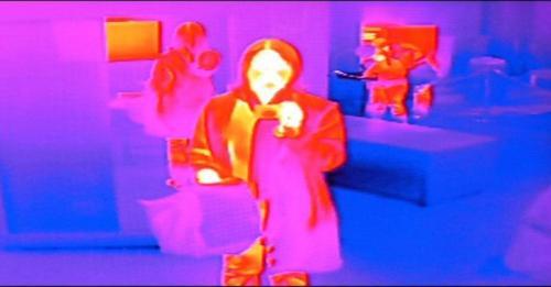 alat thermal scanner bisa mendeteksi panas suatu benda yang memancar dengan sendirinya.