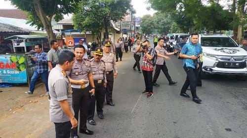 Kapolresta Malang Kota Kombes Leonardus Simarmata Datangi TKP Kecelakaan Mobil Patroli Polisi di Jalan Raya Ki Ageng Gribig, Malang (foto: Okezone/Avirista M)