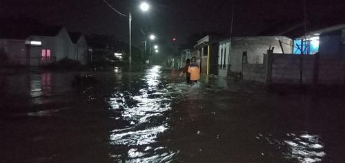Desa di Cirebon kebanjiran hingga 80 cm (Foto : Okezone.com/Fathnur)
