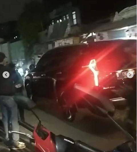 Viral Video Mobil Lindas Pemotor di Bandung (foto: Instagram)