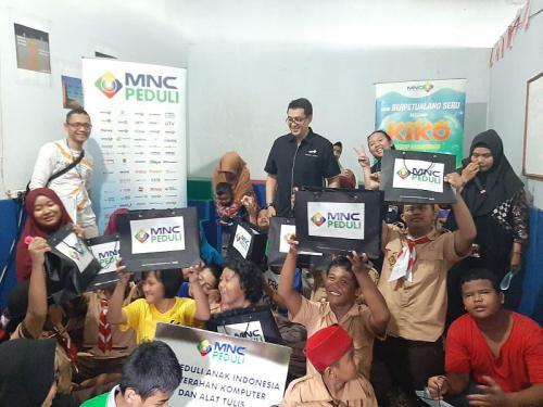MNC Peduli Bagikan Bantuan ke Rumah Autis di Tanjung Priok (foto: Okezone/Debrinata)
