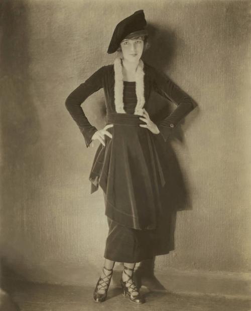 Di tahun ini, tren fesyen jadi semakin unik dan rumit, termasuk model sepatu hak tinggi.