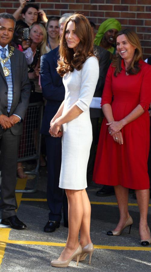 Apalagi, setelah Kate Middleton ikut memakainya.