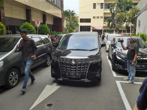 Mobil Mewah Terkait Penipuan Inverstasi Memiles Disita Polda Jatim (Foto: Humas Polda Jatim)