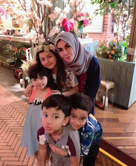 Amy Qanita dan cucu
