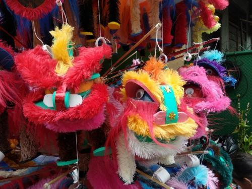 barongsai goyang dengan kemasannya yang penuh warna, sehingga terlihat sangat unik.