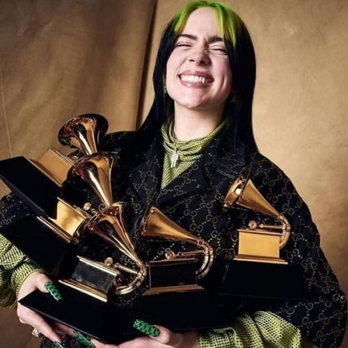 Billie Eilish dan lima piala Grammy miliknya. (Foto: Instagram/@billieeilish)