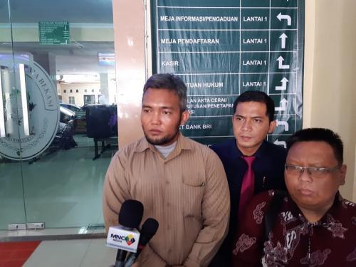 Marloncius Sihaloho dan tim kuasa hukum Alief Hedy Nurmaulid. (Foto: Okezone/Ady Prawira Riandi)
