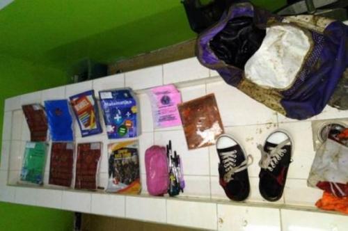 Barang-barang milik DS, siswi SMPN 6 Tasikmalaya, yang ditemukan tewas di dalam gorong-gorong. (Foto: Sindonews)