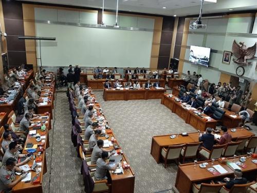 Komisi III DPR RI rapat kerja dengan Polri. (Foto : Okezone.com/Harits Tryan Akhmad)