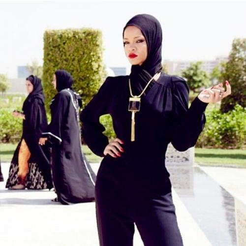 Gigi Hadid, dan Paris Hilton, kini giliran Rihanna yang menyambangi negara tersebut.