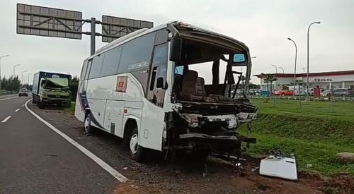 Kondisi Bus Pengangkut Rombongan Kiai NU (foto: Ist)