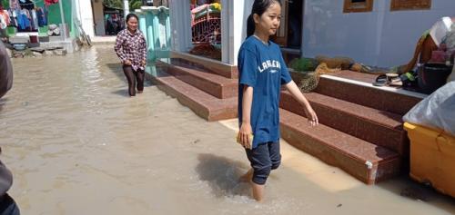 Banjir Cirebon (foto: Okezone/Fathnur Rohman)