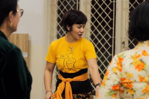 dasar menari apalagi menampilkan pertunjukkan tari tradisional Jawa yang terbilang rumit dan susah.