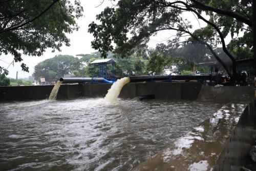 Pemkot Tangerang kerahkan pompa air Foto: Isty