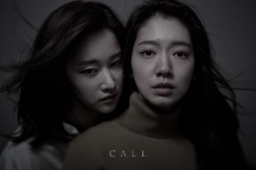 Park Shin Hye dan Jeon Jong Seo dalam film Call. (Foto: Next Entertainment World)
