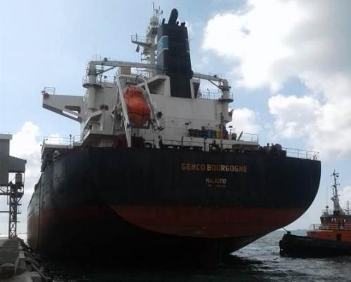 Kapal asal China Genco Brougogne bersandar di Pelabuhan Biringkassi Pangkep. (Foto : Okezone.com/Herman Amiruddin)