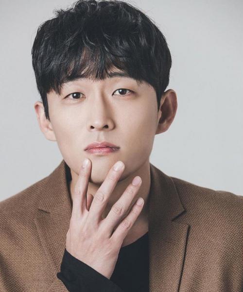 Go Joon akan berperan sebagai fotografer paruh waktu dalam Oh My Baby. (Foto: Hancinema)