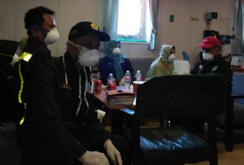 ABK Kapal Cargo Curah asal China dinyatakan negatif virus korona. (Foto : Okezone.com/Herman Amiruddin)