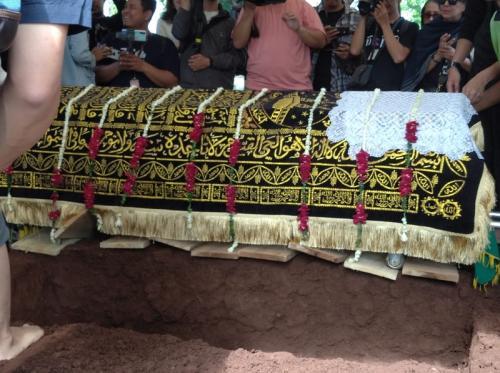 Pemakaman Damayanti Noor