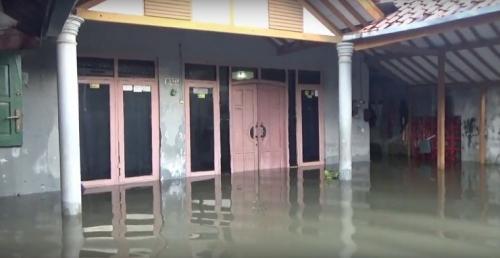 Banjir rendam Kelurahan Tirto, Kecamatan Pekalongan Barat, Kota Pekalongan. (iNews TV/Suryono Sukarno)