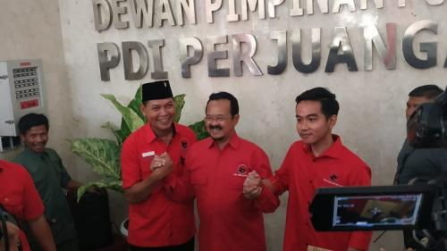 Gibran Rakabuming Raka dan Achmad Purnomo usai fit and proper tes Pilwalkot Solo 2020. (Foto : Okezone.com/Fakhrizal Fakhri)