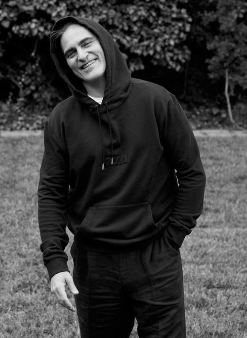 Disney tawarkan peran Captain Hook untuk Joaquin Phoenix. (Foto: Vanity Fair)