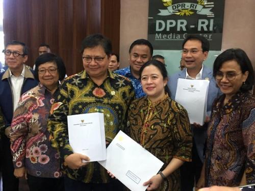 Pemerintah serahkan draf Omnibus Law Cipta Kerja ke DPR. (Foto : Okezone.com/Harits Tryan Akhmad)