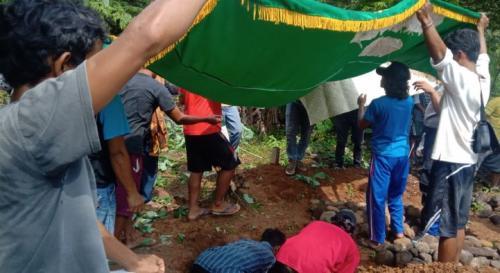 Pemakaman Balita Korban Ular Weling
