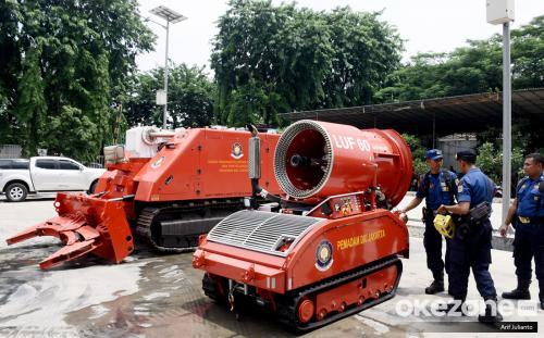 Dinas Penanggulangan Kebakaran dan Penyelamatan (Gulkarmat) DKI Jakarta memiliki dua robot pemadam kebakaran.