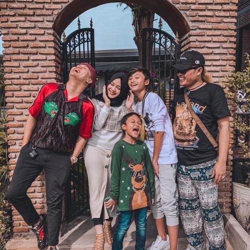 Sule dan anak-anaknya. (Foto: Instagram/@ferdinan_sule)