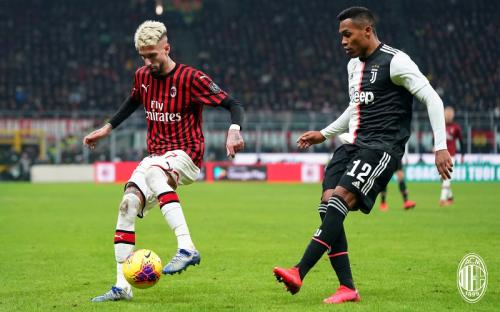 Suasana laga Milan vs Juventus