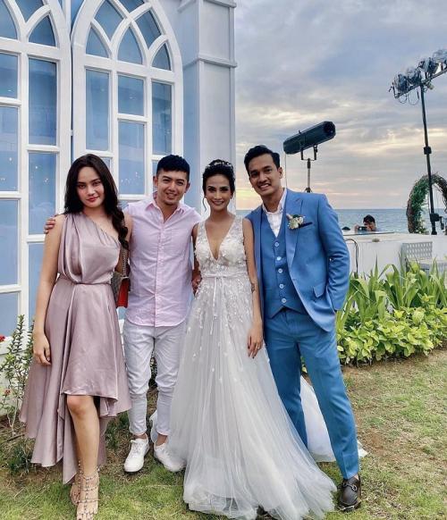 Nicky Tirta gandeng Valendza Wijaya saat menghadiri resepsi pernikahan Vanessa Angel di Bali. (Foto: Instagram/@nickytirta)