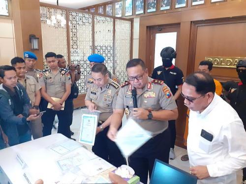Kasus Pemalsuan Surat Perekaman E-KTP di Jatim (foto: Okezone/Syaiful Islam)