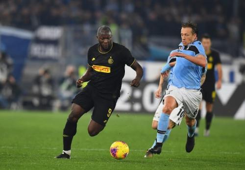 Aksi Lukaku saat sedang membela Inter