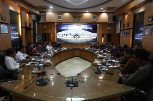 Executive Chairman MNC Group Hary Tanoesoedibjo bersilaturahmi dengan Menko Polhukam Mahfud MD. (Foto: MNC Media)