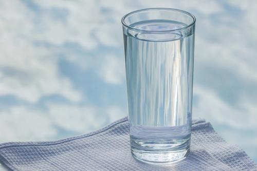 Air merupakan unsur yang penting dalam mendukung kehidupan.